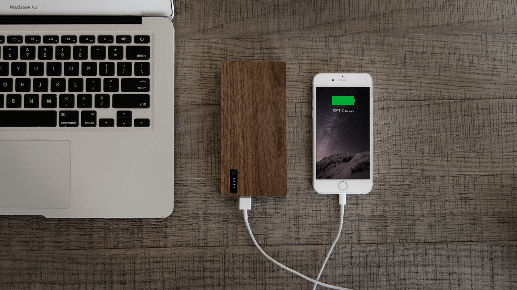 Nomad PowerPlant American Walnut Covered Power Bank - 12 000 mAh