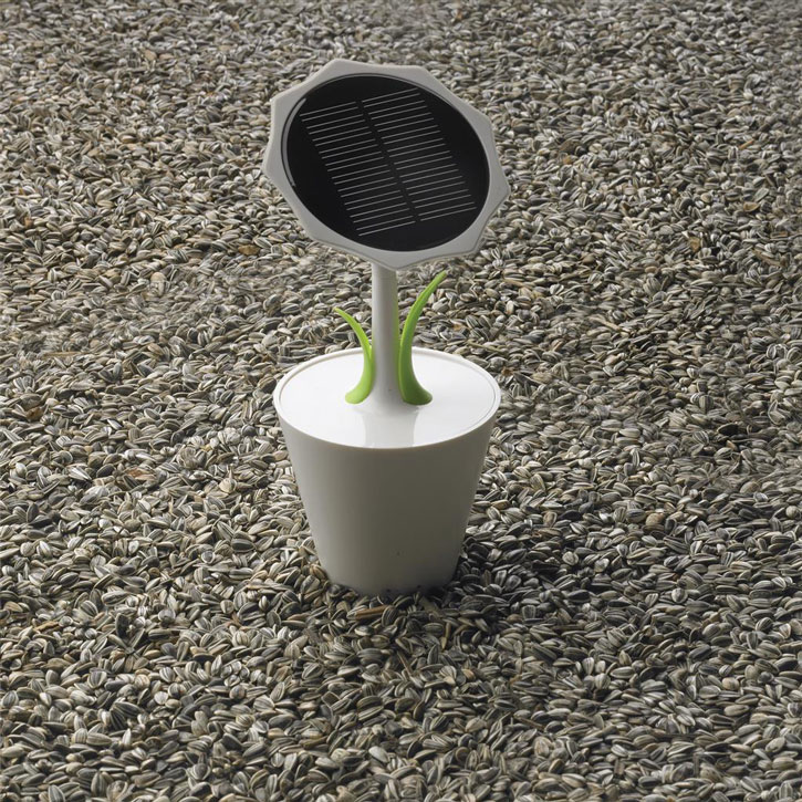 XD Design Sunflower Solar Powered Universal Charger - 2,500mAh