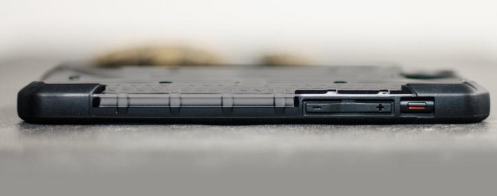 Coque iPhone 8 / 7 UAG Plasma Protective – Cendres / Noir vue sur touches