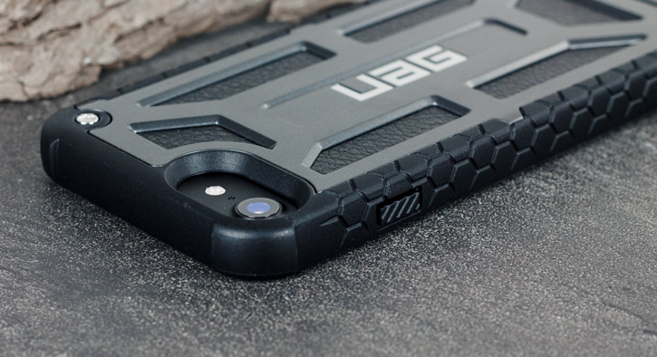 UAG Monarch Premium iPhone 7 Protective Case - Graphite