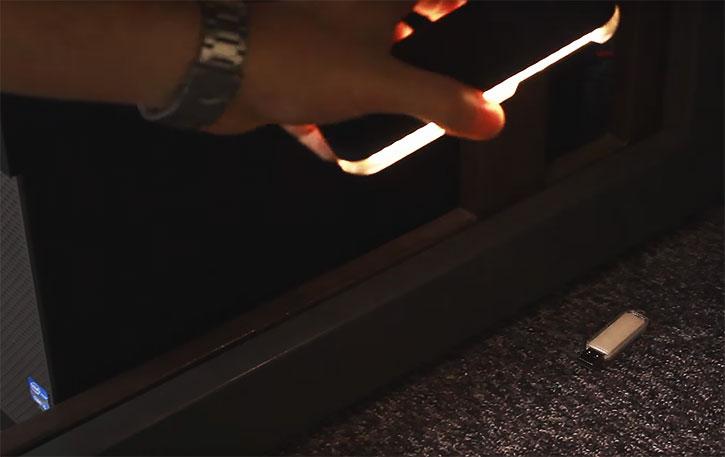 Casu iPhone 7 Selfie LED Light Case - White