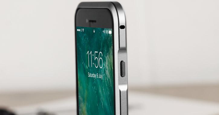 Bumper iPhone 7 Luphie Blade Sword Aluminium - Gris vue sur touche