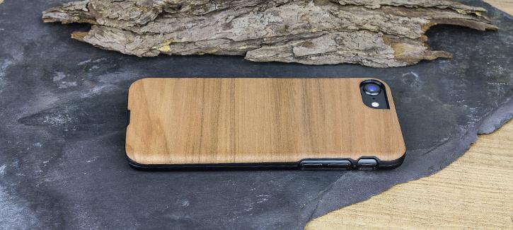 Coque iPhone 8 / 7 Man&Wood Bois - Cappuccino vue sur touches